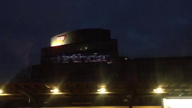Ein Jahr Mindestlohn, Lasershow, Laser, Illumination DGB-Zentrale Berlin